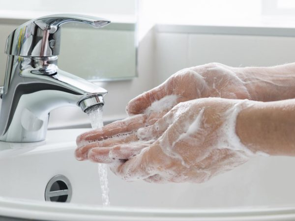 health-wellness_balanced-living_healthy-home_cold-water-for-cleaner-hands_2716x1810_000060536162-600x450[1]